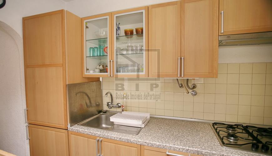 Euros appartement dans le centre de quarteira for Relooking appartement pas cher