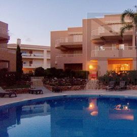 Cet appartement b�n�ficie d'une grande terrasse couverte avec acc�s direct � la piscine. Il est possible d'�tre vendu meubl� et �quip�, pr�t pour oc