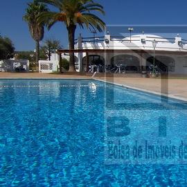 Restaurant équipé avec piscine et jardin privé