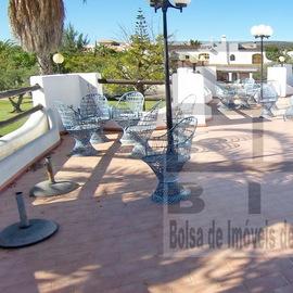 Restaurant quip avec piscine et jardin priv for Restaurant avec jardin 92