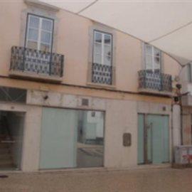 magazin central a Faro avec 163 m2
