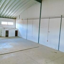 Entrepôt dans un excellent emplacement avec 492 m2. Propriété de la banque